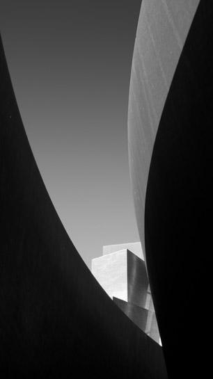 Gehry Serra 1